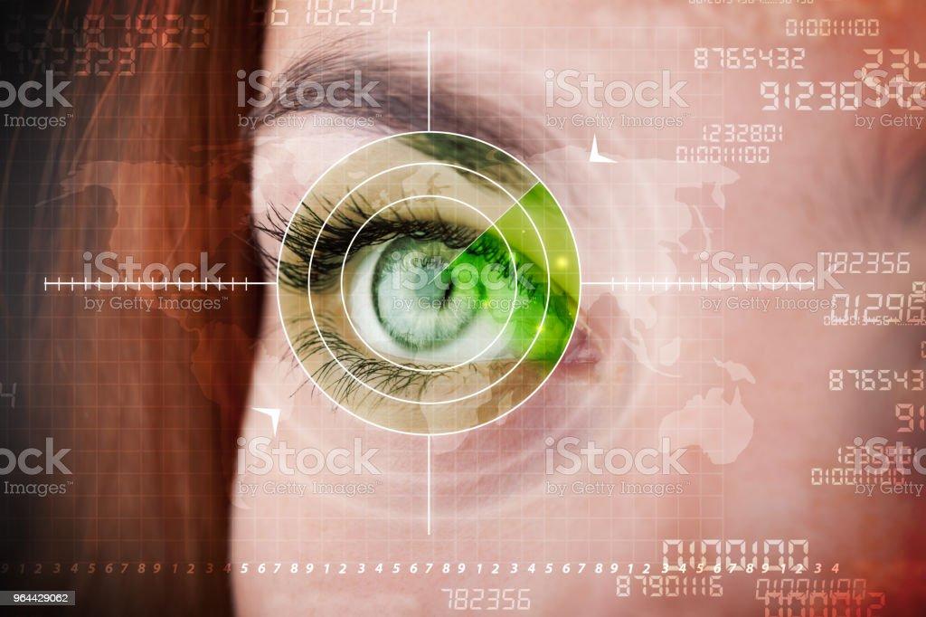 Cyber vrouw met moderne militair doel oog - Royalty-free Advies Stockfoto