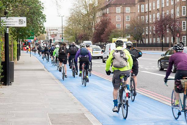 zyklus-superhighway - fahrradwege stock-fotos und bilder
