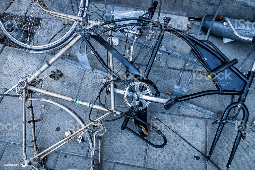 Cykel papperskorgen bildbanksfoto