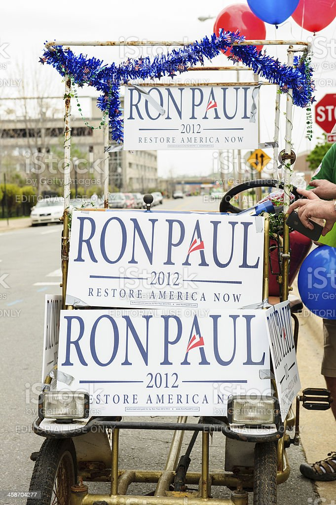 Cycle vehicle decorated with political signs for candidate Ron Paul - Royalty-free Aday - Sosyal rolü Stok görsel