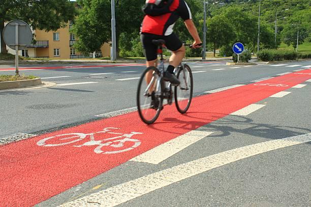 cycleway in brünn, tschechische republik - fahrradwege stock-fotos und bilder