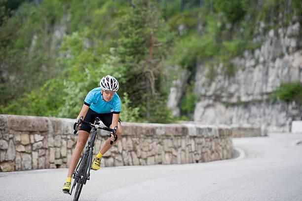 Cycling bergab rennen Frau – Foto