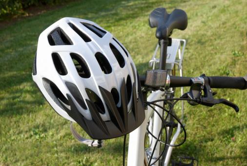 Casco De Ciclista Foto de stock y más banco de imágenes de Accesorio de cabeza