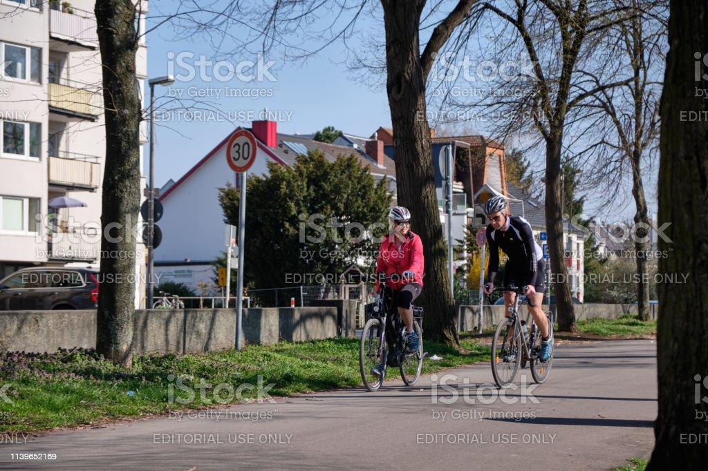 Fahrrad fahren ist eine beliebte Freizeit Beschäftigung. Radfahrer in...