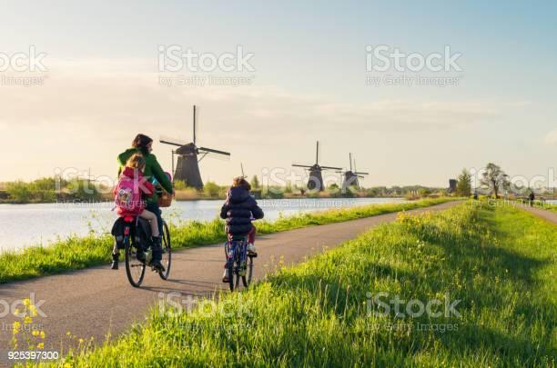Cycling past windmills at kinderdijk in holland picture id925397300?b=1&k=6&m=925397300&s=612x612&h=w386 jzods0anbitotp1t9kidd68ginnvgt0mcu8ybe=