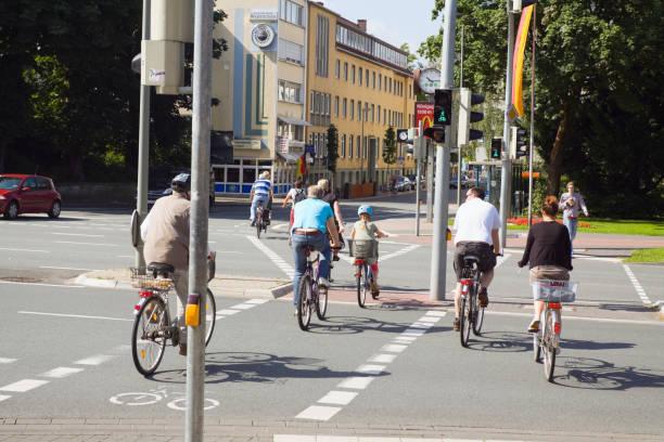 cycling personen in paderborn - radwege deutschland stock-fotos und bilder