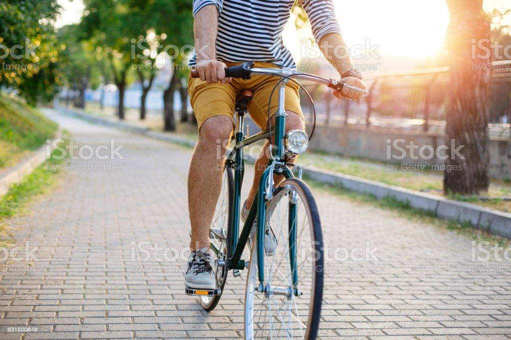 Ciclismo pelo parque - foto de acervo