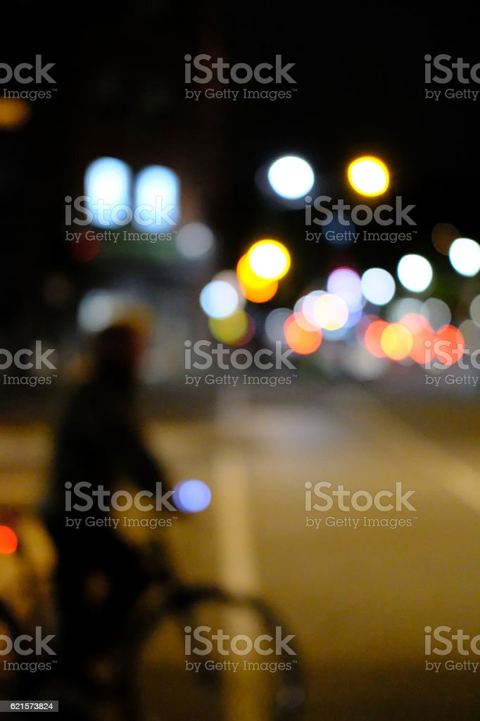 Cyclist At Night At A Busy Road Junction photo libre de droits