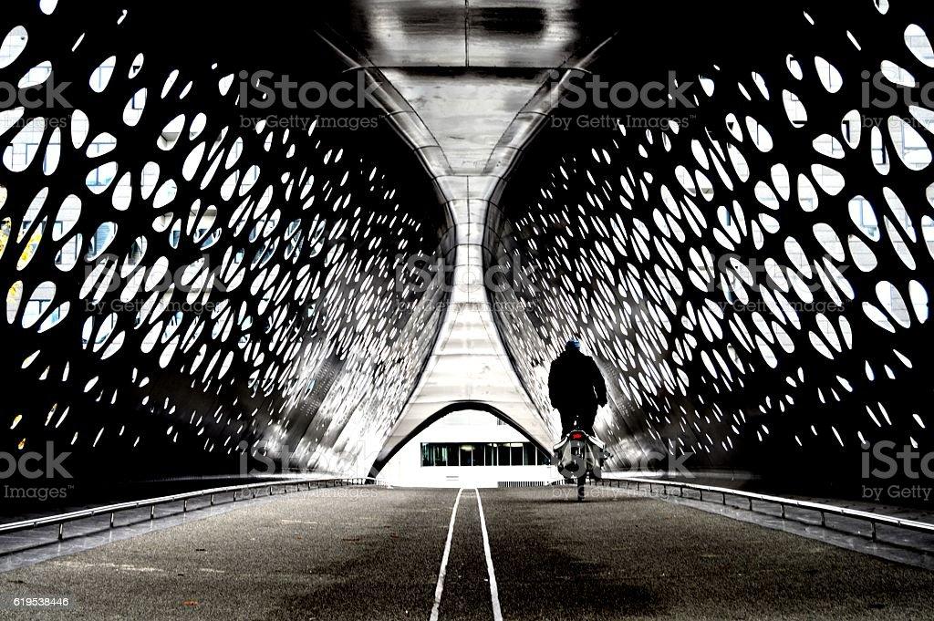 Cyclist crossing a tunnel bridge - Photo