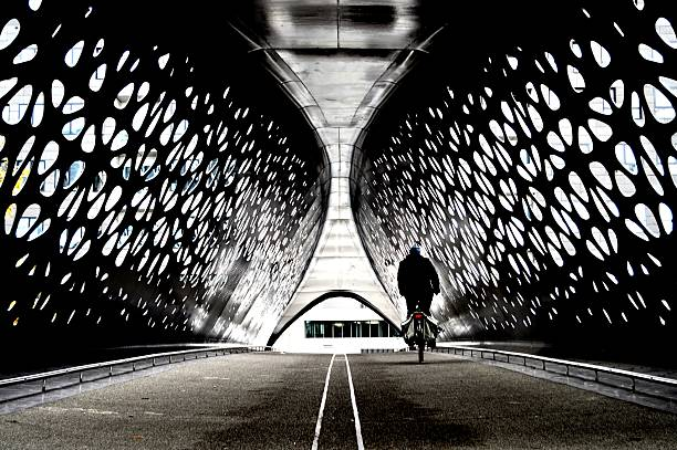 Cyclist crossing a tunnel bridge - Photo