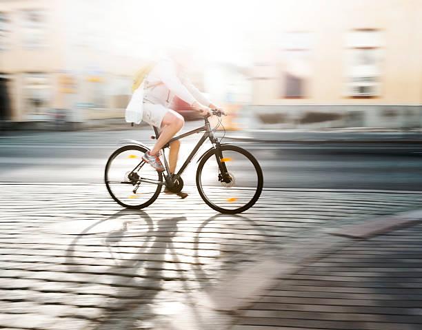 Radfahrer in Bewegungsunschärfe – Foto