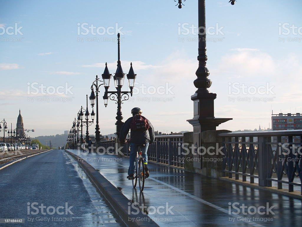 Cycliste sur le pont - Photo