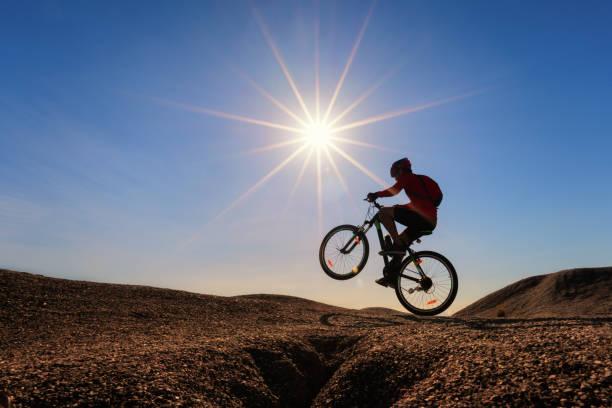 Radfahrer fahren Mountainbike. – Foto