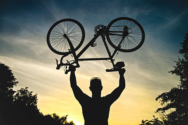 radfahrer-silhouette - cyclocross stock-fotos und bilder