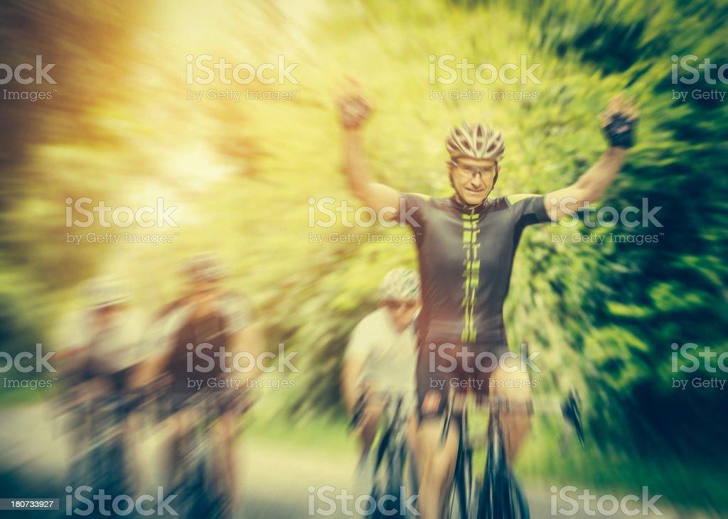 Radfahrer Fahrrad Rennen gewinnen – Foto