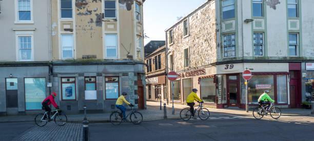 glasgow İskoçya İngiltere yakınlarındaki bute adasında Rothesay limanında bisikletçiler stok fotoğrafı