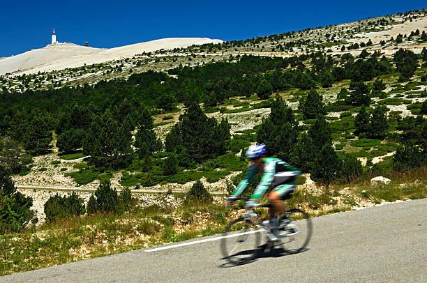 Radfahrer auf einem-hill-race – Foto