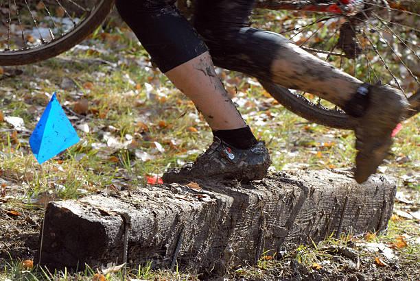 cyclone hudhud über krawatte - cyclocross stock-fotos und bilder