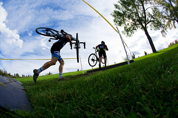 cyclo-cross-rennen - cyclocross stock-fotos und bilder