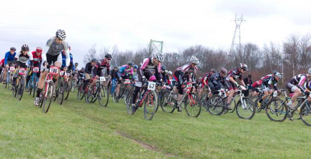 cyclo-cross-rennen, halifax, nova scotia. - cyclocross stock-fotos und bilder