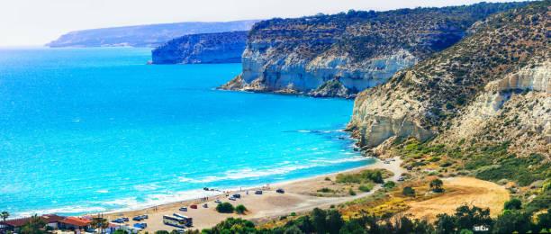 cyprus island - beautiful impessive rocky beach curium (kourion) - cyprus стоковые фото и изображения