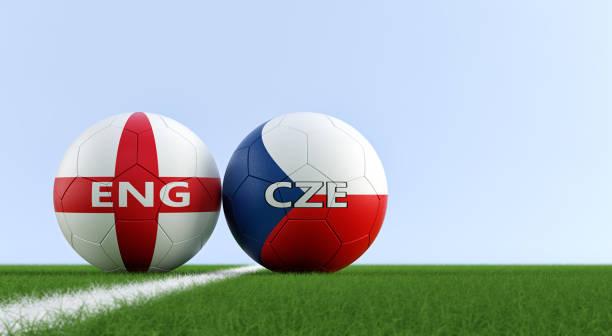 Checa República vs Inglaterra partido de fútbol - balones de fútbol en  Inglaterra y República Checa 6ae3df80c526d
