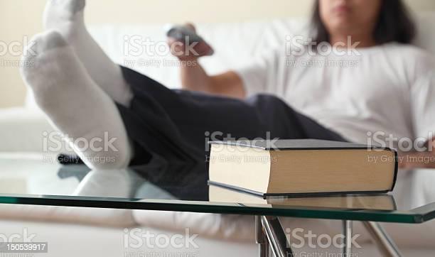Prefiero Mire Televisión Foto de stock y más banco de imágenes de Adulto
