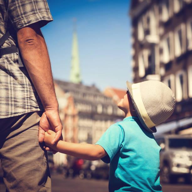 Vater und Sohn gemeinsam reisen – Foto