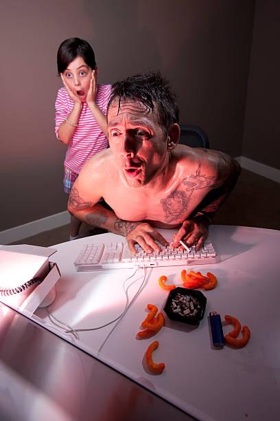 vater gefangene surfen erwachsenen website - lausbub tattoo stock-fotos und bilder