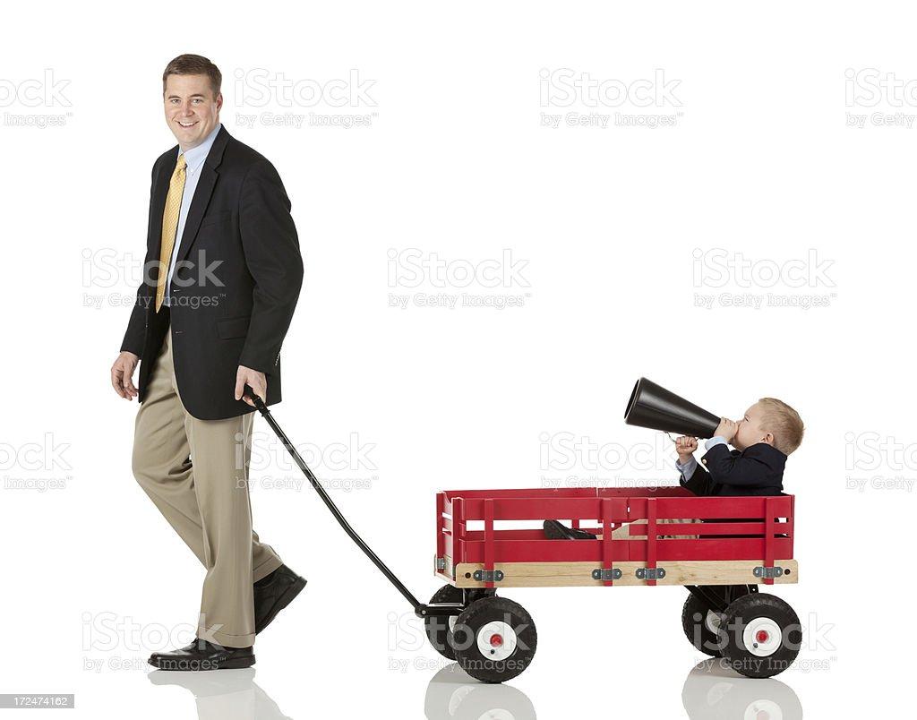 Vater spielt mit seinem Sohn – Foto