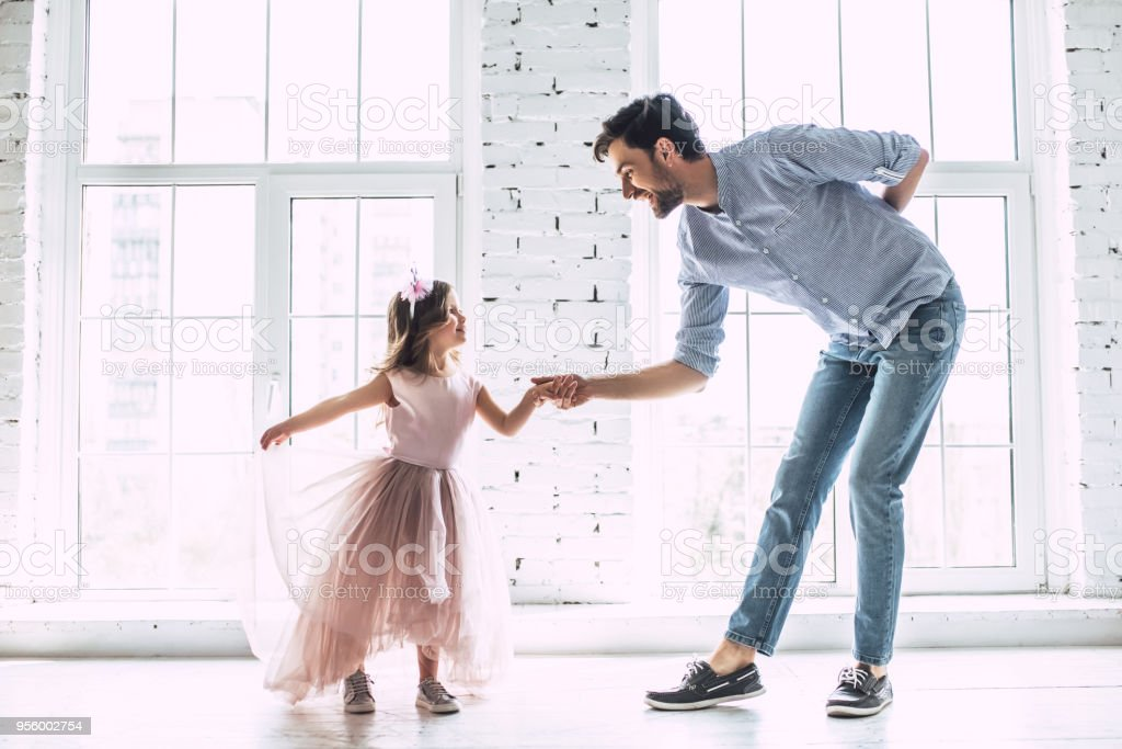 Dad with daughter at home foto stock royalty-free