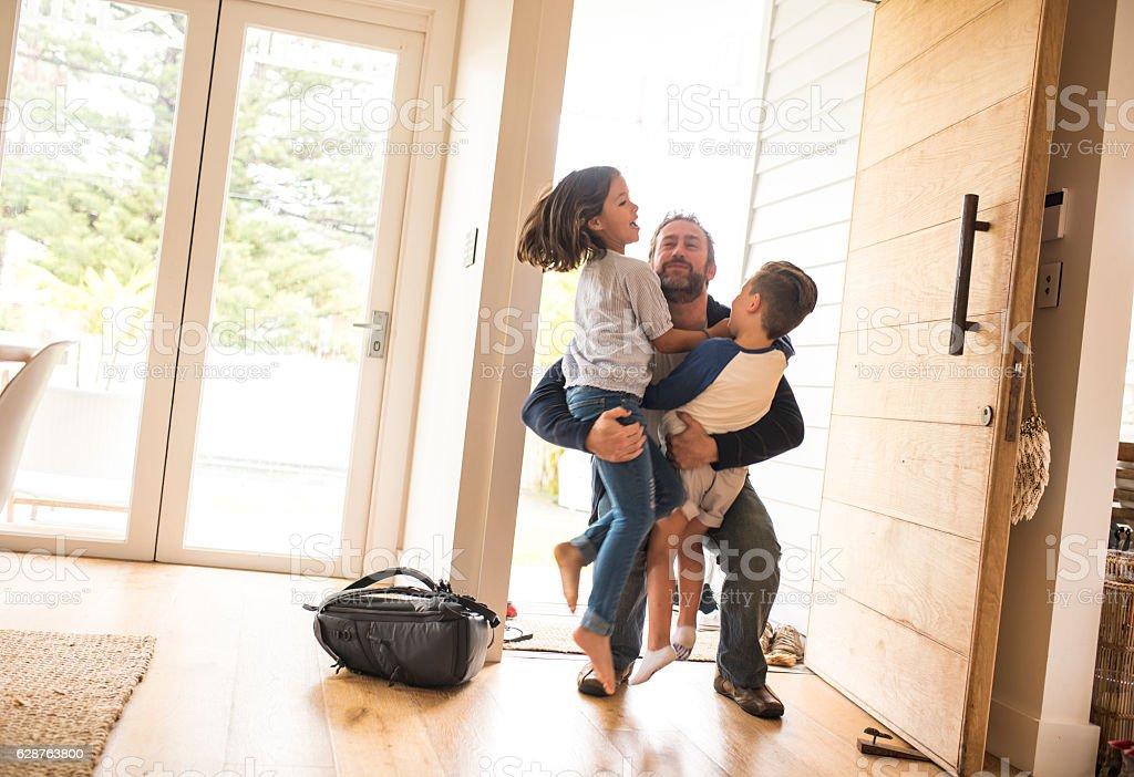 Daddy is home! - foto de stock
