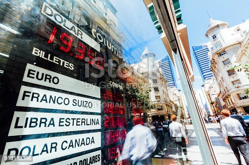 istock Daily Image. Electronic board with the exchange rate in the center of Buenos Aires (Argentina) during a day of devaluation 913113366