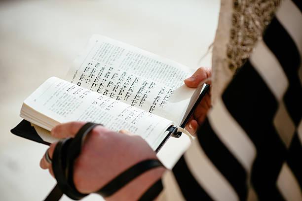 codzienne modlitwy przy zachodniej ścianie, stare miasto, jersalem, izrael - judaizm zdjęcia i obrazy z banku zdjęć