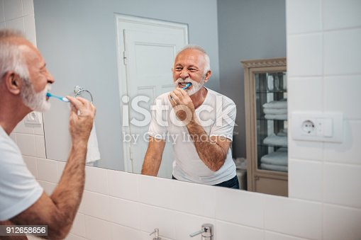 istock Daily routine 912658656