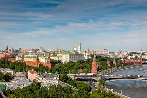 毎日のモスクワ川とクレムリンモスクワロシアヨーロッパます - アーチ橋のストックフォトや画像を多数ご用意