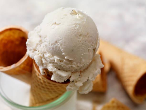 Milchfrei, Kokosmilch Vanilleeis In einem Zuckerkegel – Foto