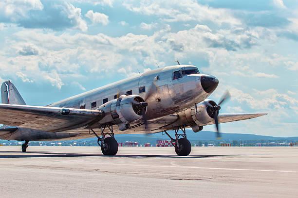 Dakota Douglas C 47 à bord d'un avion de transport sur les pistes - Photo