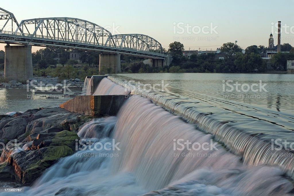Dam y puente 1 foto de stock libre de derechos