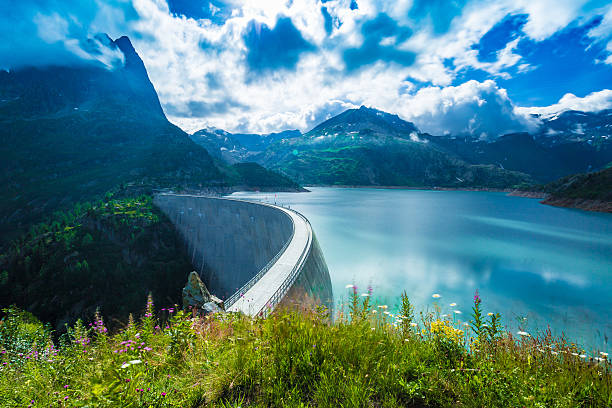 dam at lake emosson near chamonix (france) and finhaut (switzerland) - diga foto e immagini stock