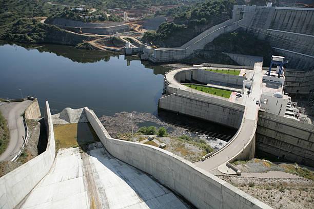 barragem do rio, hydropower de - fotos de barragem portugal imagens e fotografias de stock