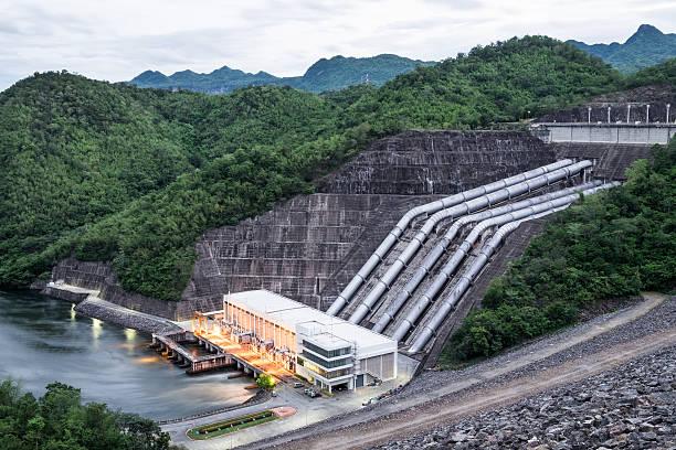 dam srinakarin power plant in mountain lake at kanchanaburi - энергия воды стоковые фото и изображения