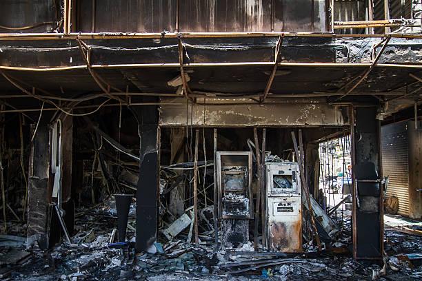 Schäden nach brennenden Gebäude in der Stadt. – Foto