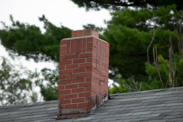 damaged and old roofing shingles and gutter system on a house - dept stock pictures, royalty-free photos & images