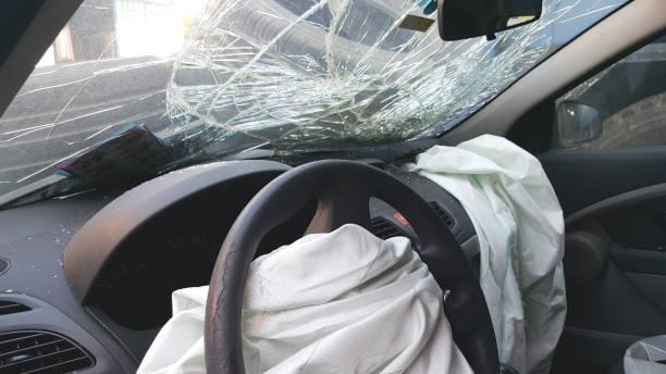 Beschädigte Fahrzeug – Foto