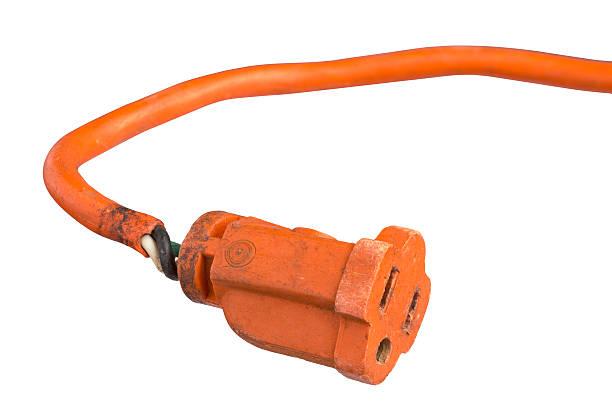 endommagé electric power cordon de serrage - rallonge électrique photos et images de collection