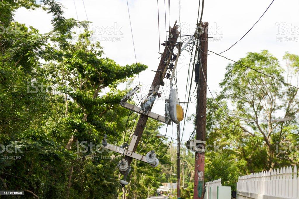 Beschädigte Stromleitungen – Foto