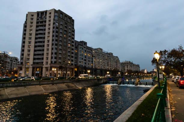 Dambovita Fluss in der Innenstadt von Bukarest, Rumänien, 2019 – Foto