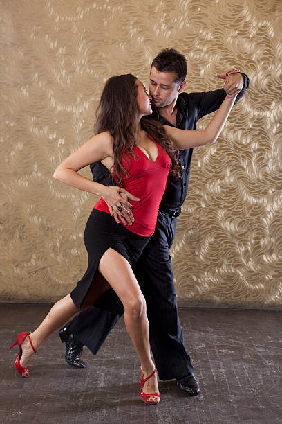 dança de paixão tango - belas mulheres argentina - fotografias e filmes do acervo