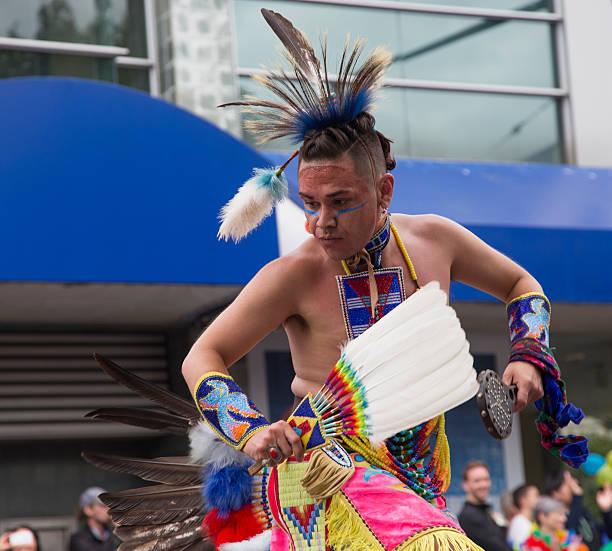 dance  - indianer kostüm herren stock-fotos und bilder